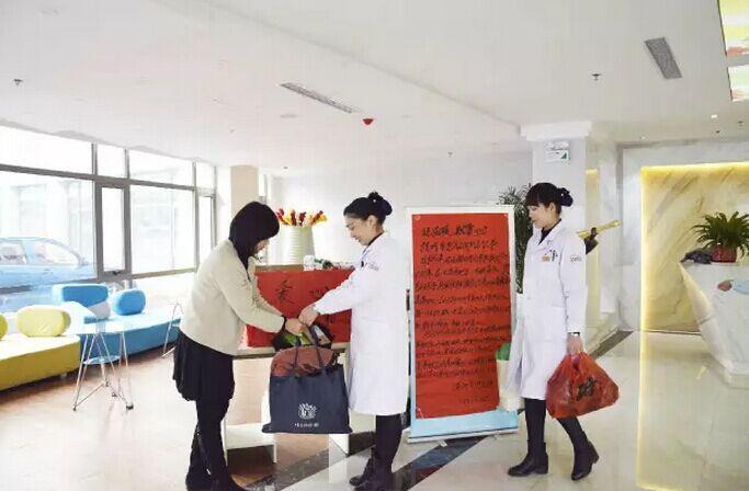 漯河黄河医院爱心传递,捐赠衣物,为留守儿童送去冬日温暖